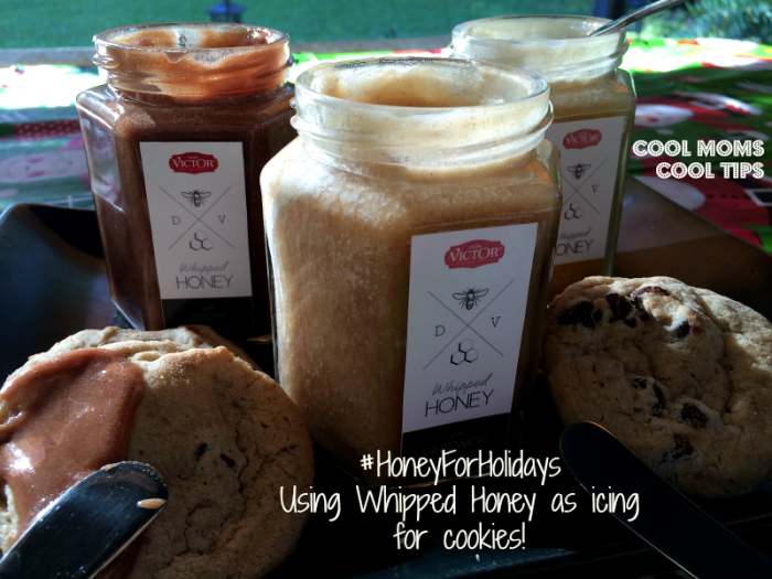 cool moms cool tips #honeyfoholidays #ad whipped honey with chocolate caramel and cinamon as icing for cookies
