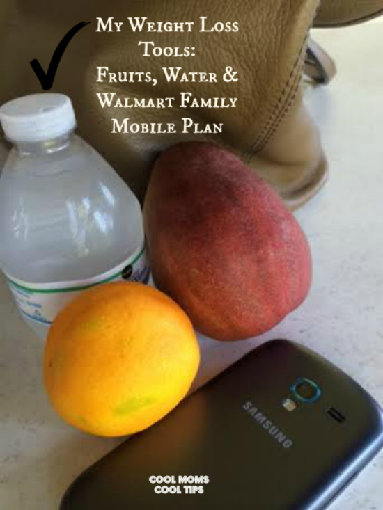cool-moms-cool-tips- #HappyNewMe-Sponsored- #ad- using-phone-to achieve-resolutions-wieght-loss-fruits-water-phone vertical