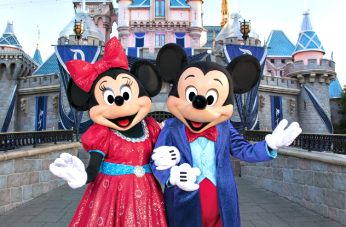 Mickey-and-Minnie-at-disney-castle-cool-moms-cool-tips