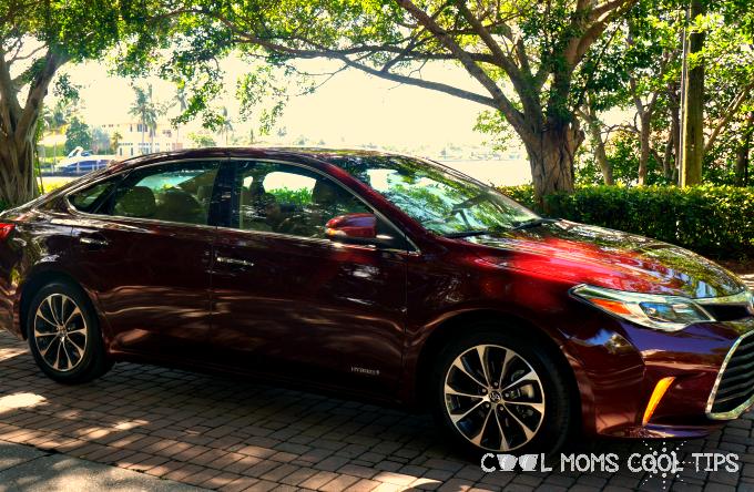 Driving Families in Zen Safe Luxury #Toyota305 #ToyotaLovesFamilies #VayamosJuntos