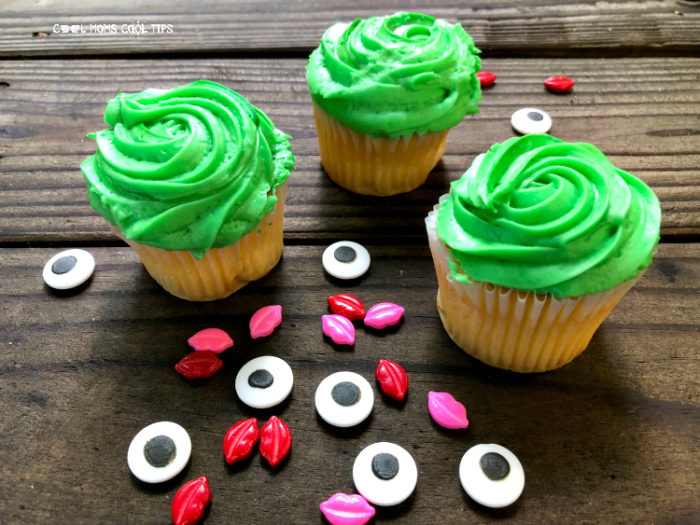 how to decorate frog cupcakes