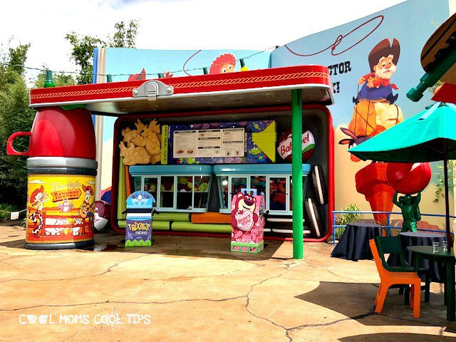 disney hollywood studios restaurant woody's lunchbox