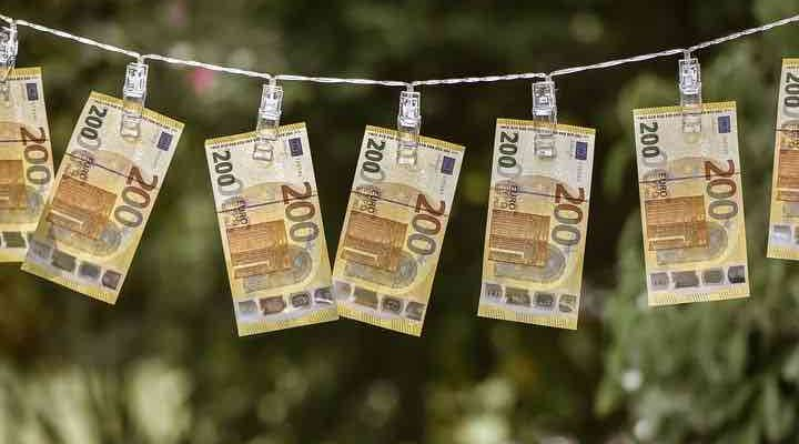 Things to be aware of when transferring money abroad
